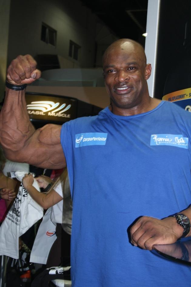Ronnie, fazendo um bíceps pro blog
